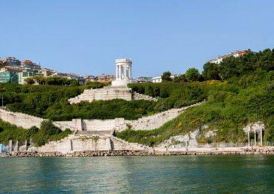 Ancona - Spiaggia del Passetto e Monumento ai Caduti